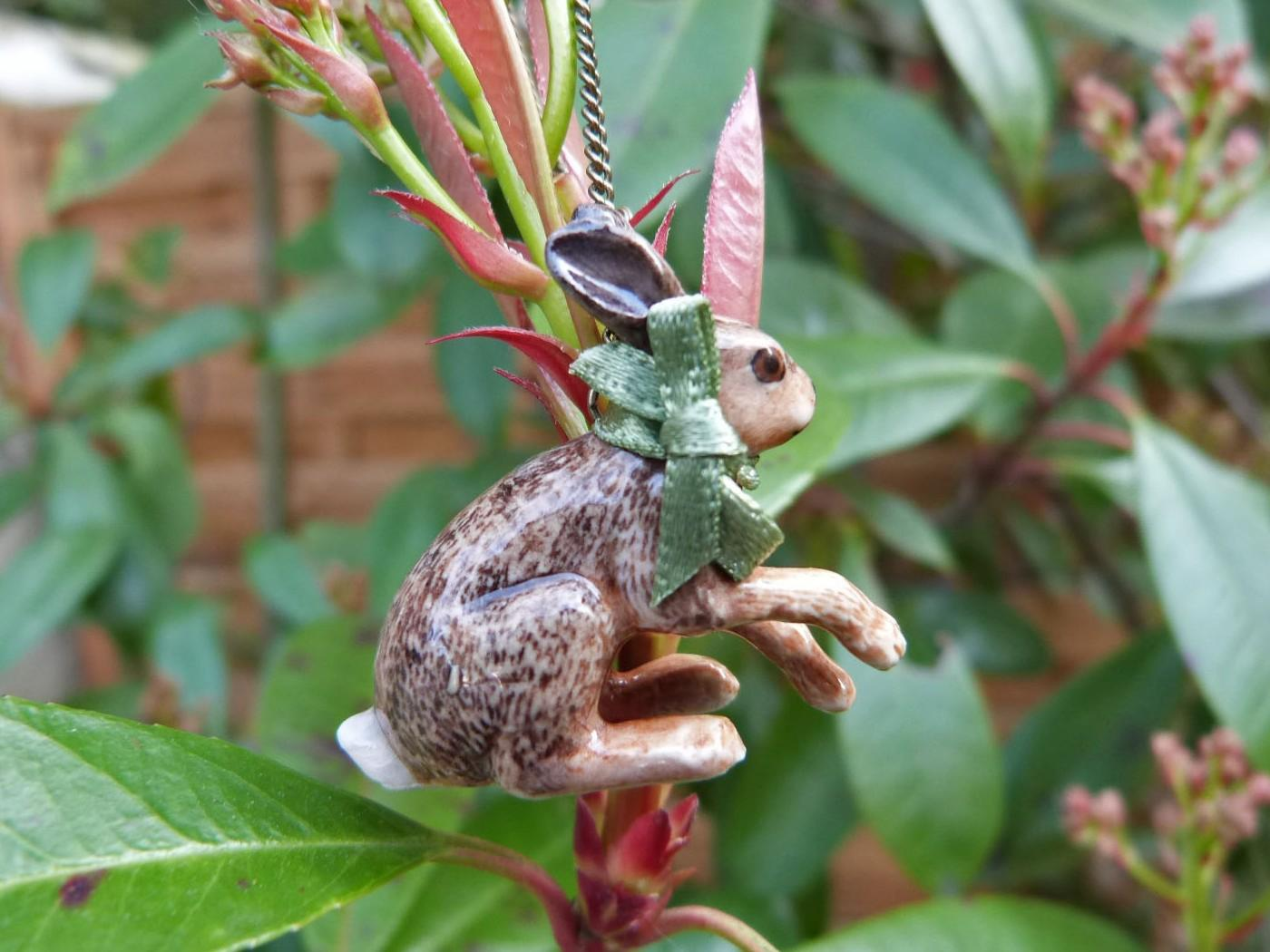 Collier Porcelaine Sitting Hare Chaine Laiton